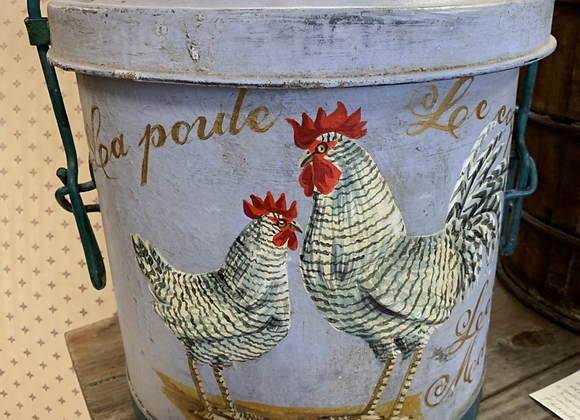 Rooster tin can with lid and handle