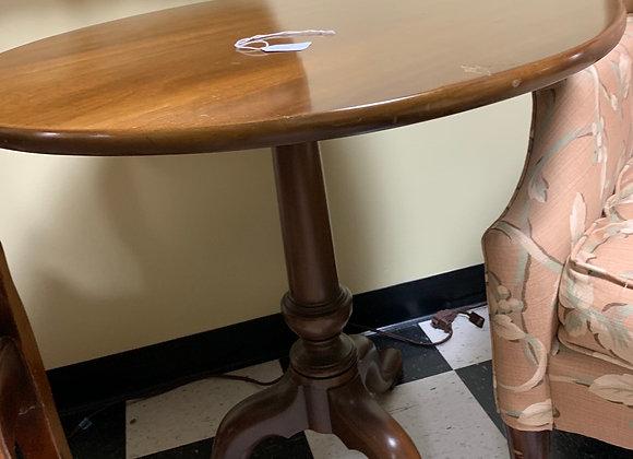 "Small round Queen Anne pedestal table . Kittinger. 26"" round."
