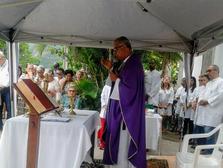 Missa de Finados celebrada às 9:30 🕤 no Cemitério São Lázaro em Itaipu.