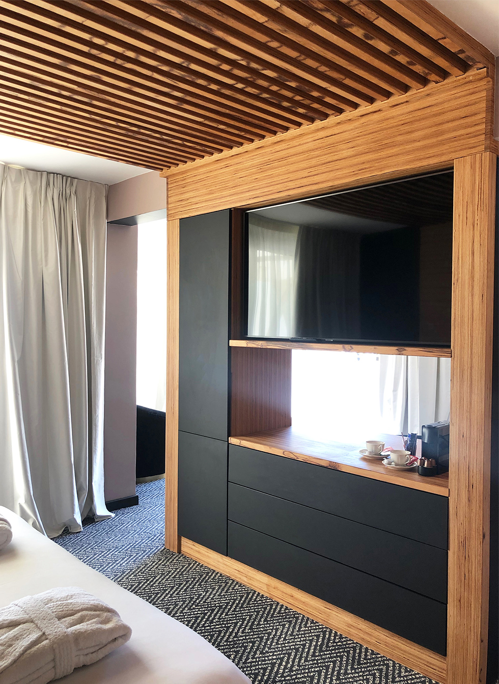 Suite luxe : meuble cloison sur mesure