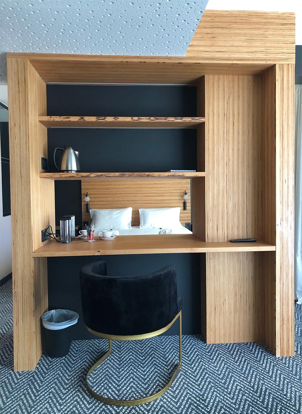 Suite luxe : meuble cloison
