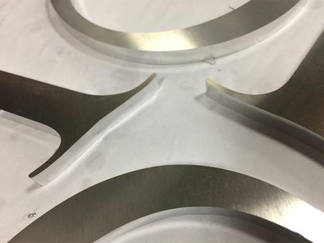 Usinage lettres aluminium