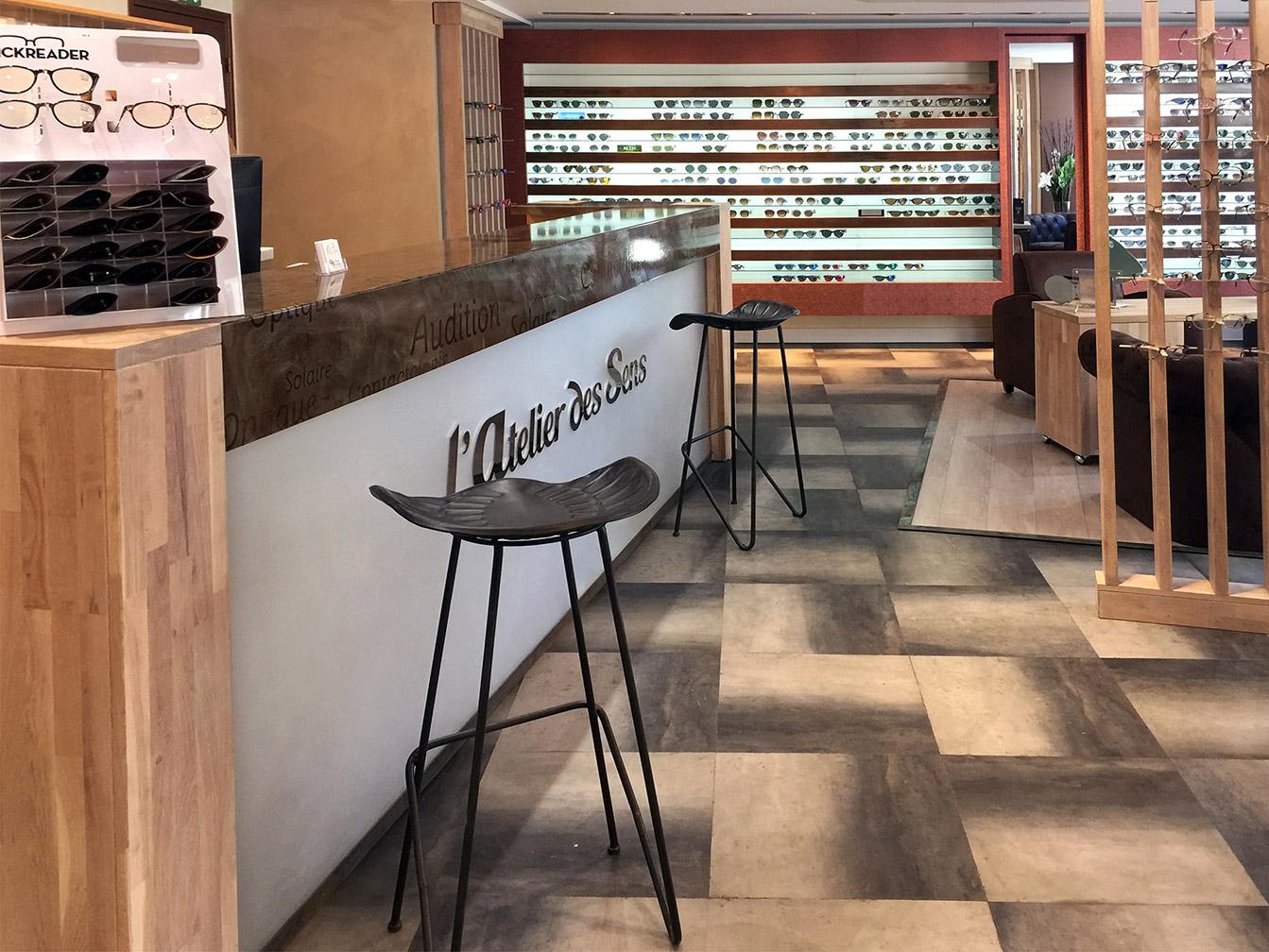 Boutique Opticien : banque d'accueil