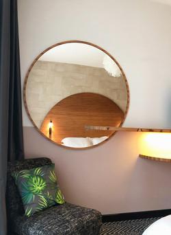 Chambre d'hôtel : miroir sur mesure