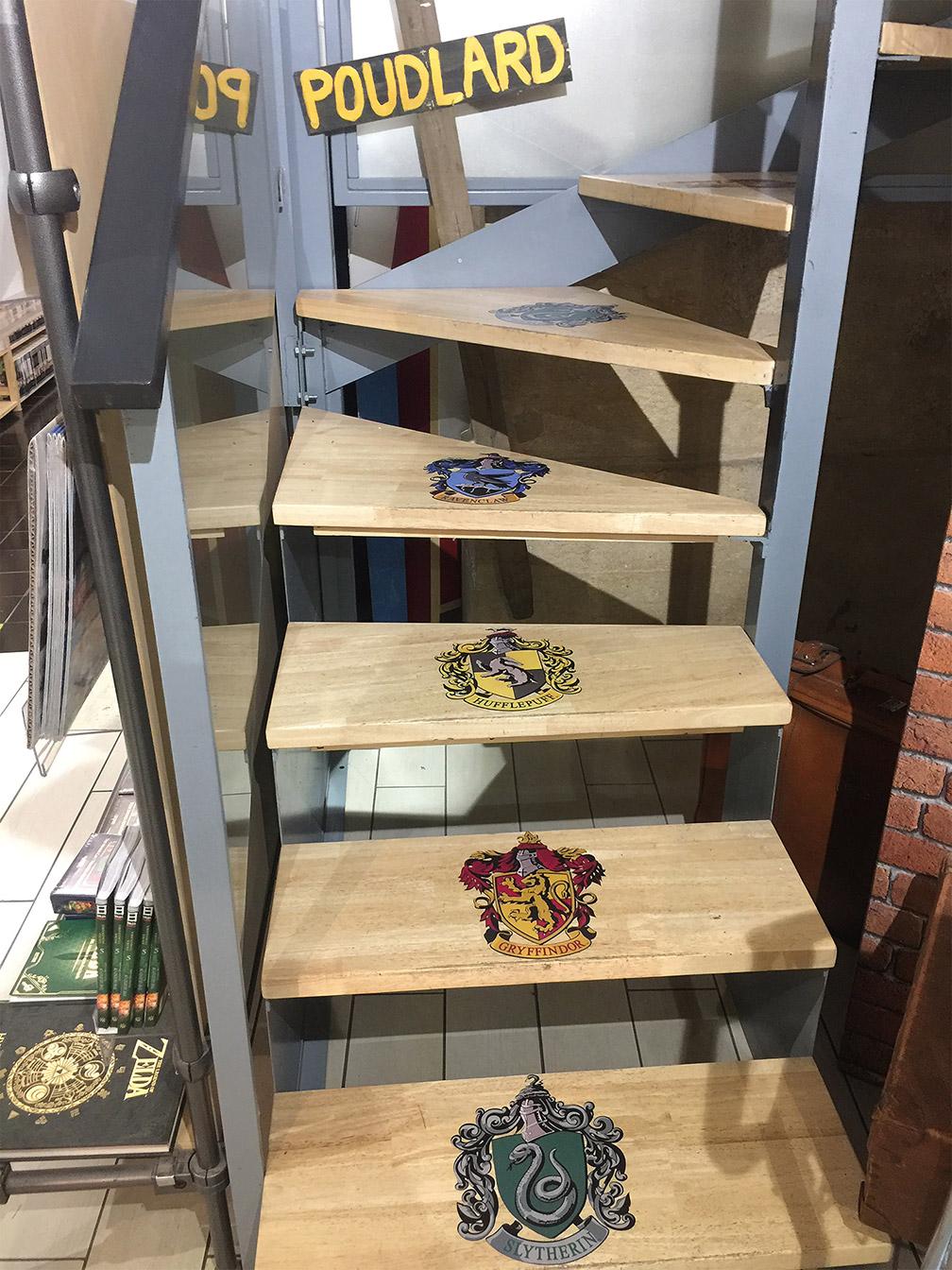 Librairie BD : déco escalier