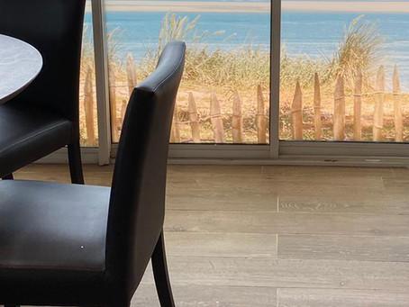Toiles rétro-éclairées & vitrophanies : Restaurant La Marine > Brelet Architecte
