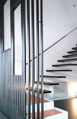 Cloison ajourée fixe et escaliers
