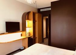 Chambre d'hôtel : armoire lumineuse sur mesure