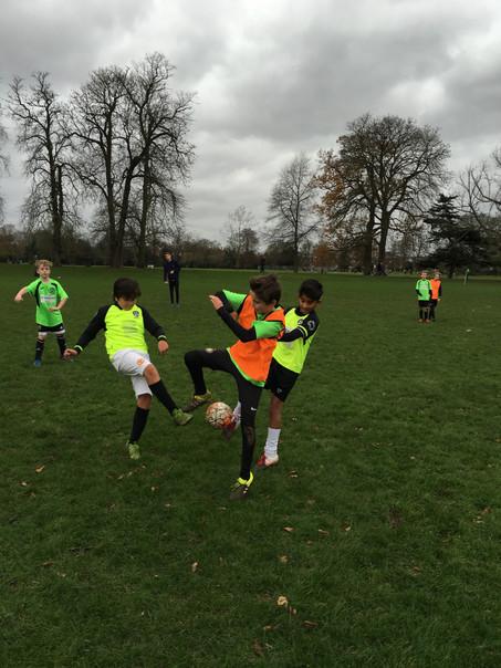MM, Hampton and Twickenham Tigers U11 play in a pre Christmas Tournament.