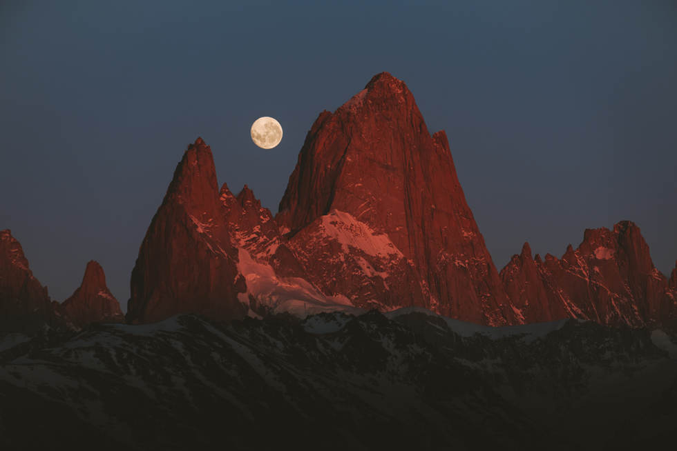 Full moon and Fitz Roy.