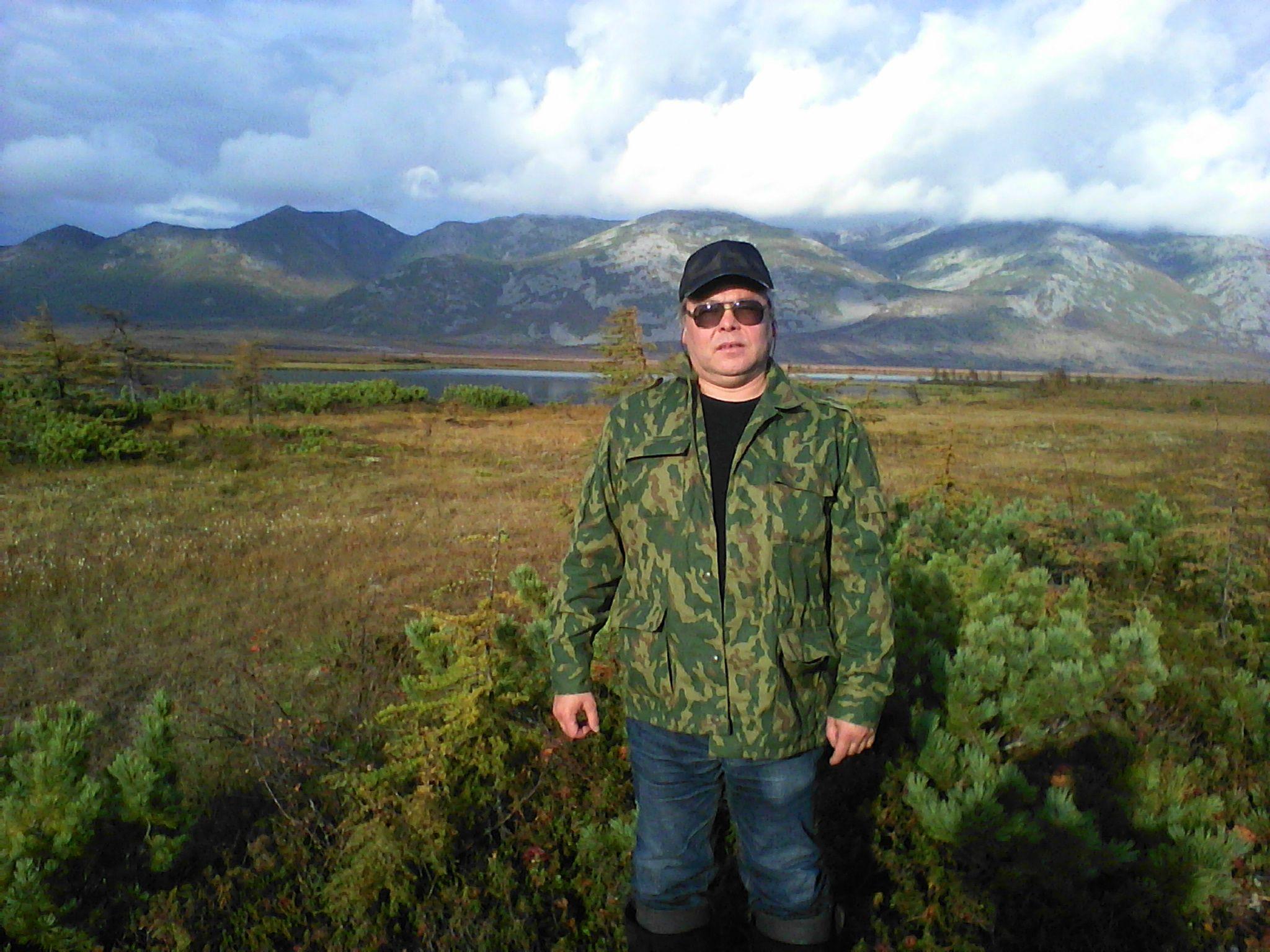 Ушаков М.В. на обследовании побережья Охотского моря. Сентябрь 2013