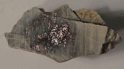 Олигоклаз «солнечный камень» со слюдой