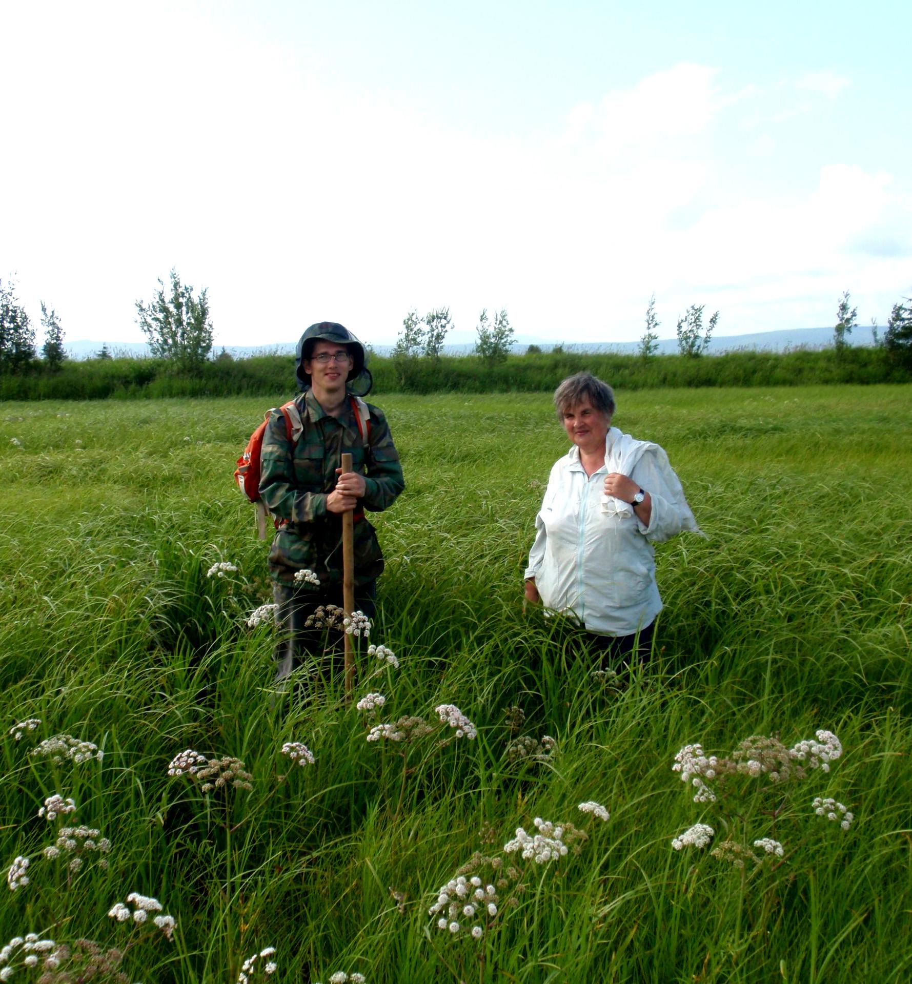 И. Митрофанов и Л. Глотова на Та обследовании торфяных месторождений в долине реки Талон. 2012