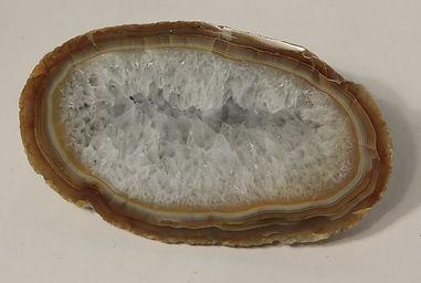 Зонально-концентрические халцедон-кварцевые агаты