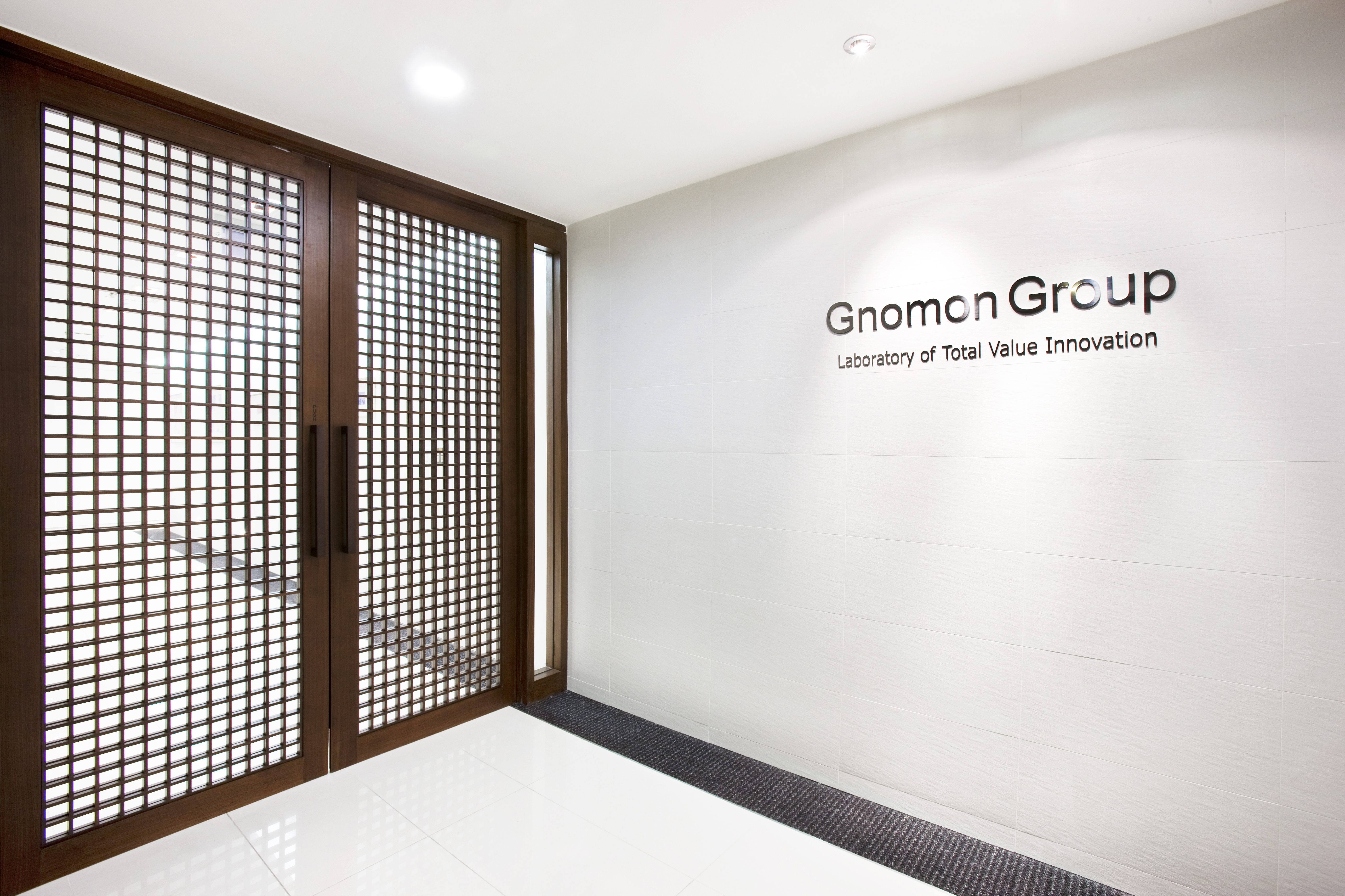 Gnomon Groupa