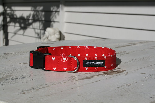 Red sweetheart collar