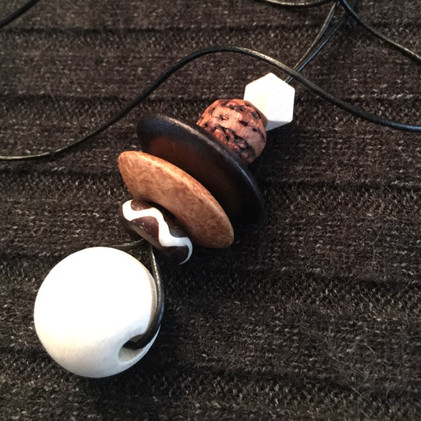 Geometric Wood Bead Necklace_1