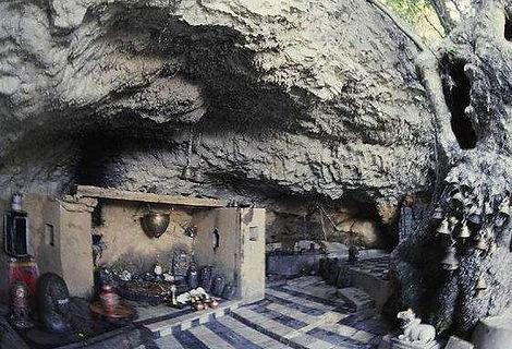 gananath-cave-mandir-almora.jpg