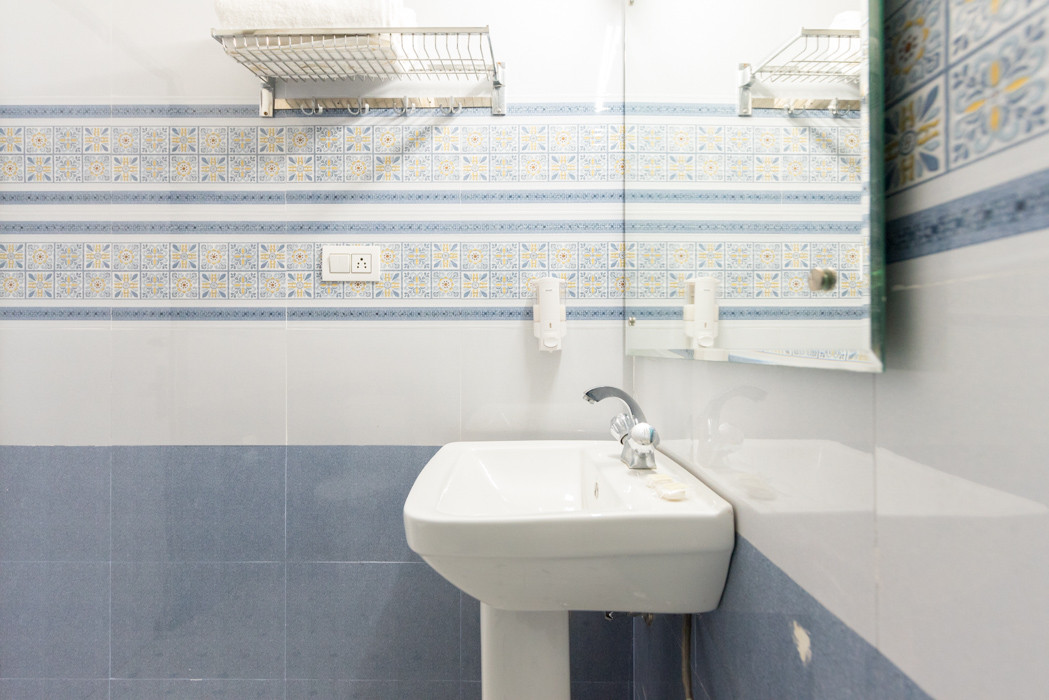 Washroom-_Unbound_Dal-Lake_5.jpg