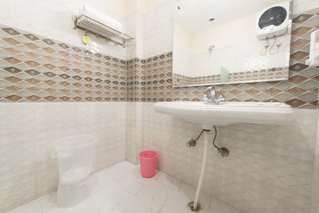 Washroom-_Unbound_Dal-Lake_1.jpg