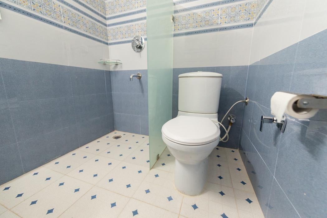 Washroom-_Unbound_Dal-Lake_6.jpg
