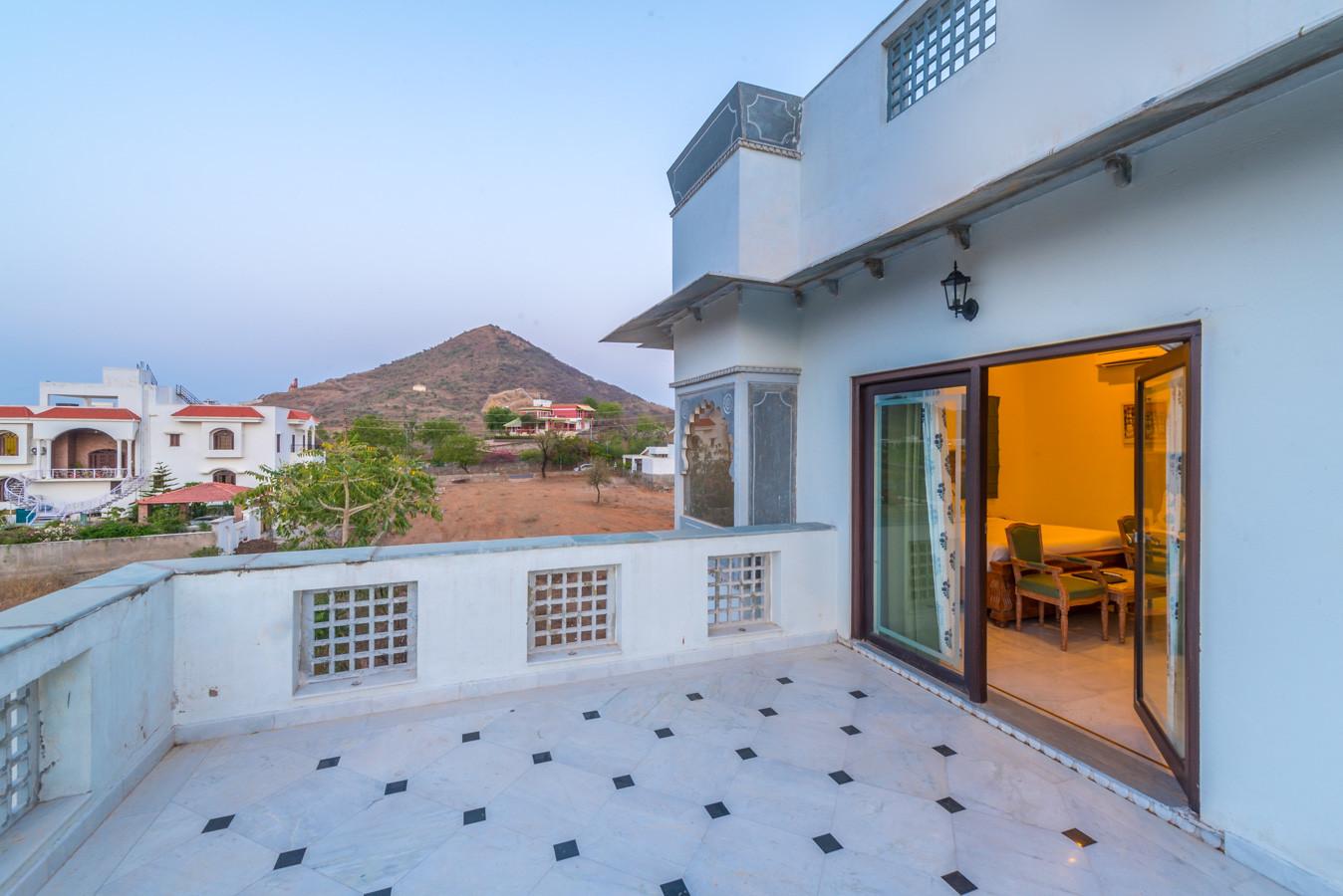 Premium-Room-Large_Unbound_Villa-Sagat-R