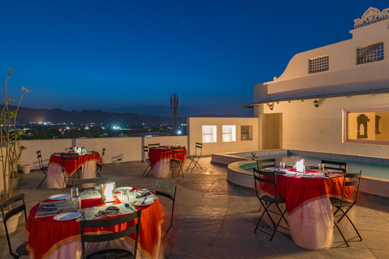 Rooftop-Dining_Unbound_Villa-Sagat-Raaso