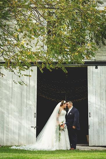 bride groom barn.jpg