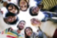 Gruppe Studenten Smilling