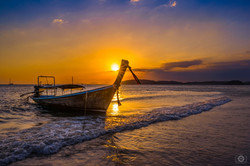 Thai_Longtail_Boat_at_Sunset_Background-