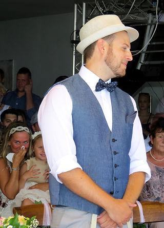 Bräutigam bei der Trauung durch Thomas Jahn