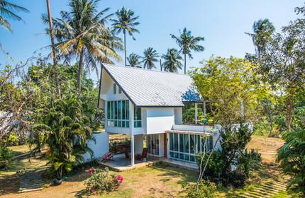 Oceanfront accommodation