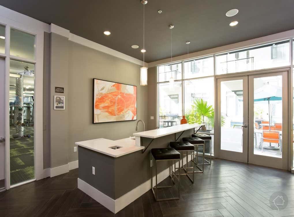 5350-amenity-exterior-resident-lounge1.j