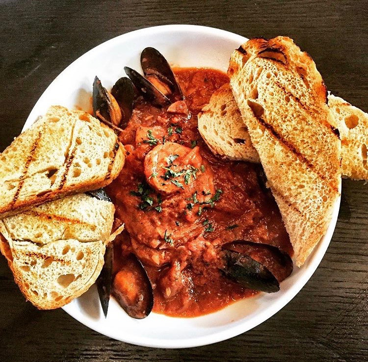 Cioppino with shrimp, mussels and grilled bread