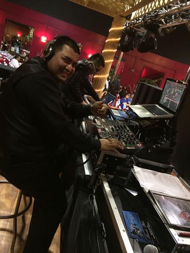 DJ-Abel-rocking-the-house.jpg