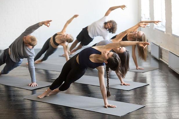 vinyasa-yoga-caratteristiche-benefici.jpg