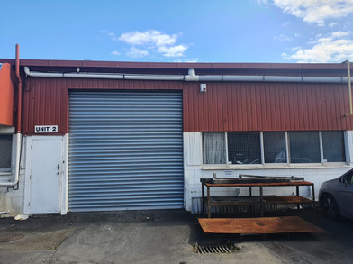 270sqm industrial property with excellent access via a roller doors