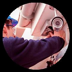 Técnico qualificado a efetuar instalação de sistemas de segurança