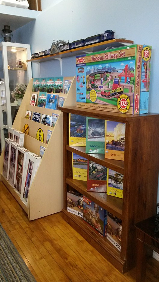 Model Train Signs, Jigsaw Puzzles & Books