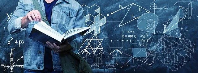 Un joven lee un libro y vemos figuras geométricas alrededor