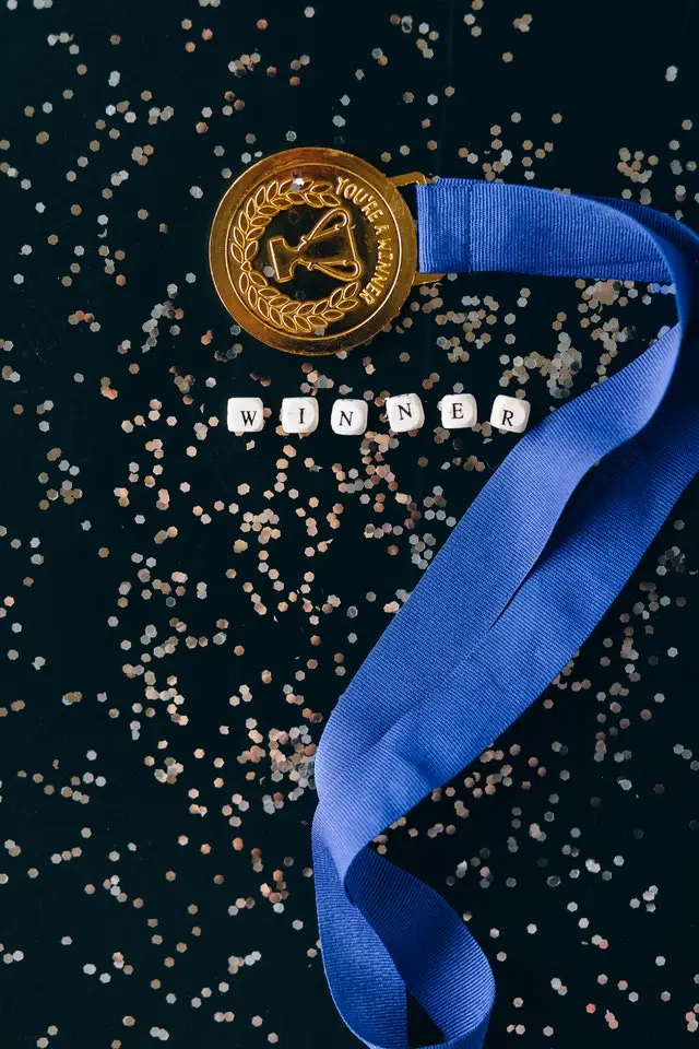 "Una medalla con la frase ""You're a winner"""