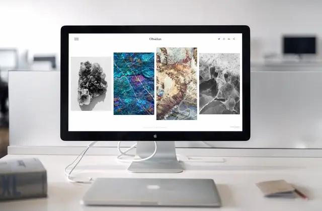 Computadora mostrando imágenes