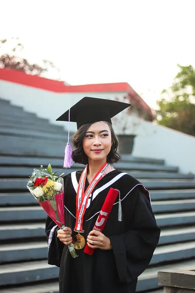 Chica graduándose