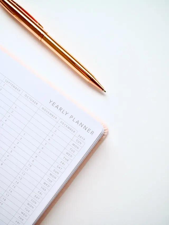 Una agenda anual y un bolígrafo
