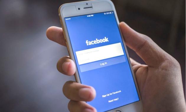 iphone showing Facebook login
