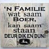 Familie wat saam boer