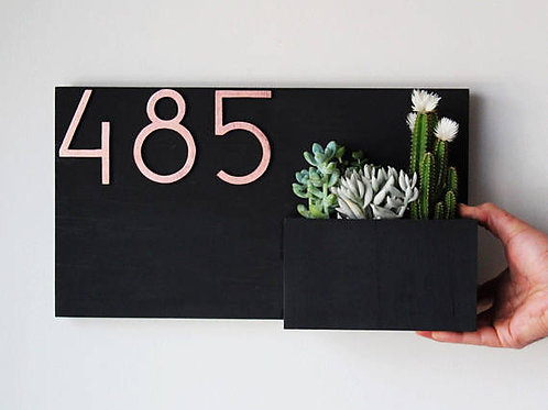 Entrance planter box with number (square)