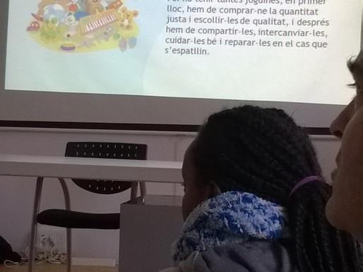 """Taller """"La vida dels jocs i les joguines"""" a la Fàbrica del Sol de l'Ajuntament de BCN"""