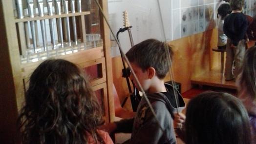 """Taller """"Com neixen i creixen els instruments"""" al Museu de la Música, BCN"""