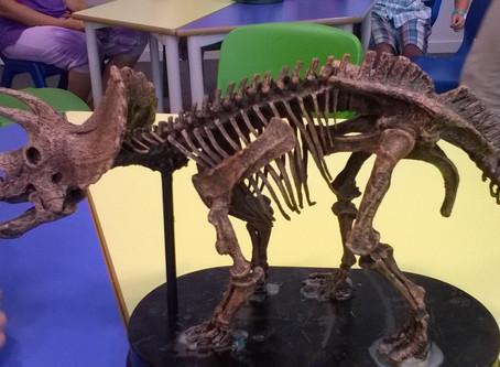 """Taller """"Descobreix el dinosaure de les tres banyes"""" al CosmoCaixa BCN"""